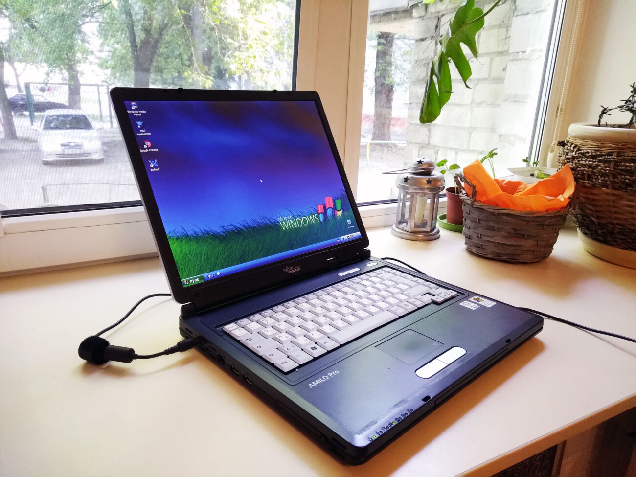 Ноутбук Fujitsu-Siemens Amilo Pro V2010 (Intel/RAM 2Gb/HDD 100Gb)