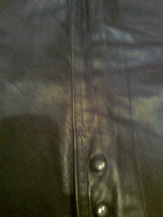 Фото 4 - Стильная кожаная юбка, сзади -  молния, шлица, два кармана.