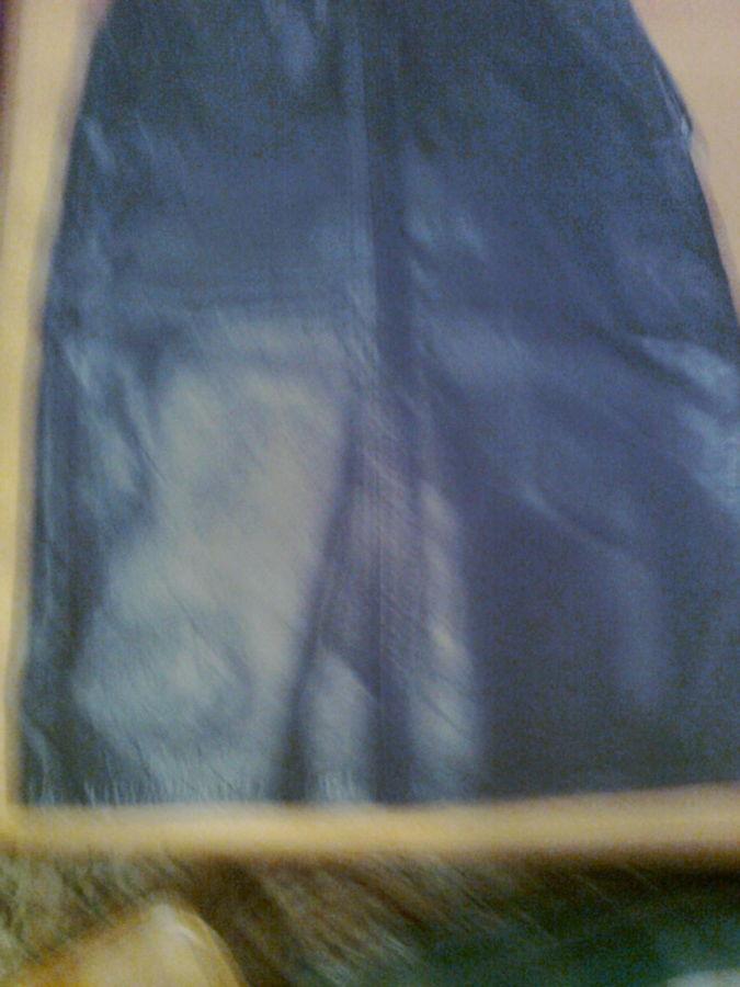 Фото 2 - Стильная кожаная юбка, сзади -  молния, шлица, два кармана.