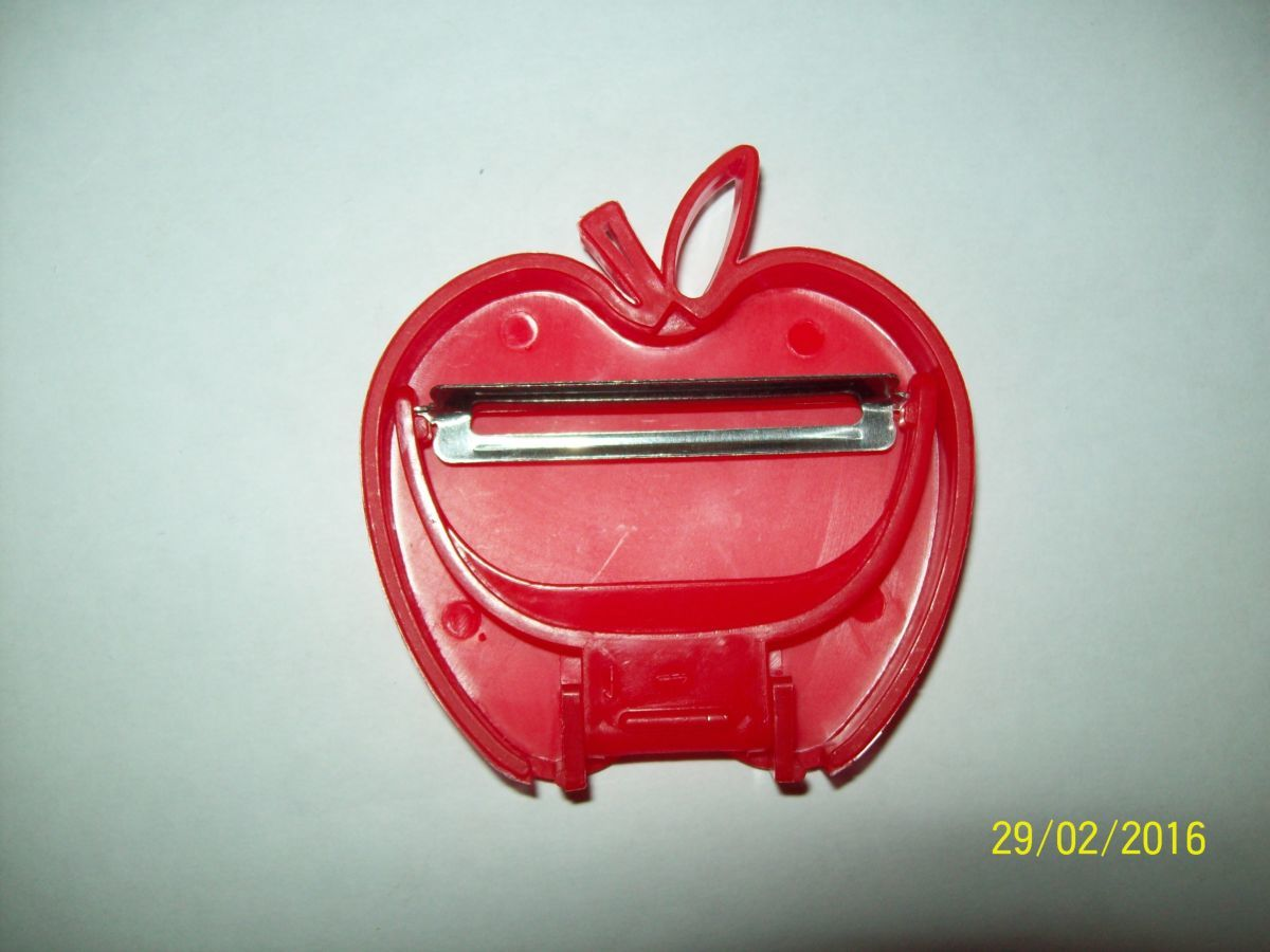 Фото 7 - Овощечистка складная - яблоко