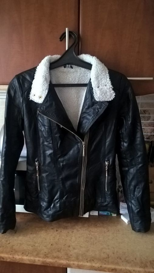 Фото - Женская Черная Куртка Кожа PU На Меховушке размер М торг