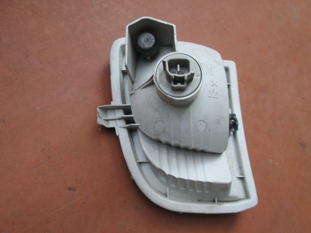 Фото 2 - Указатель поворота поворотник Toyota Rav4 00-03