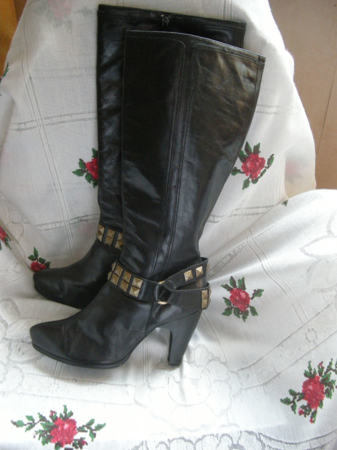 Сапоги черного цвета,100%кожа-280грн.