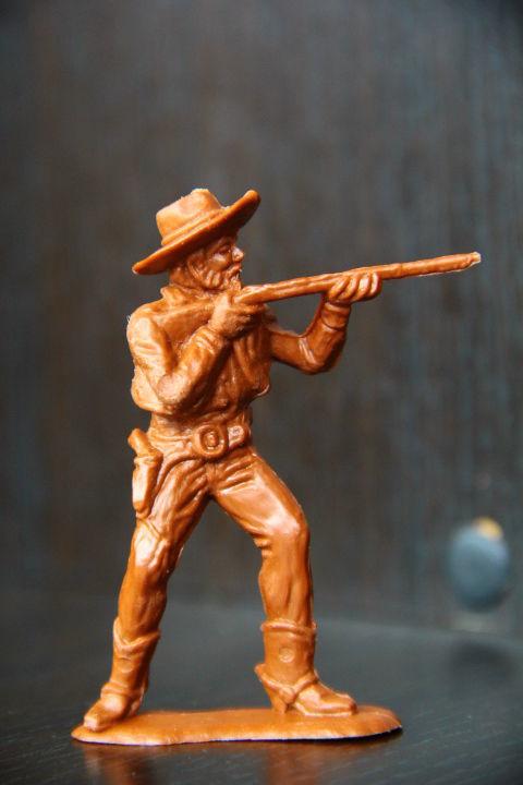 Фото - ковбой Domplast (ФРГ)65мм редкий коричневый цвет!