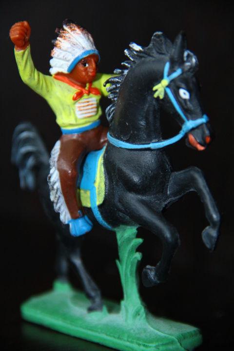 Фото 3 - индейцы ковбои ГДР (№310 +№036)