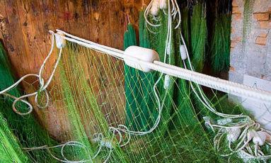 Мужчины. Производство рыболовных сетей в Польше