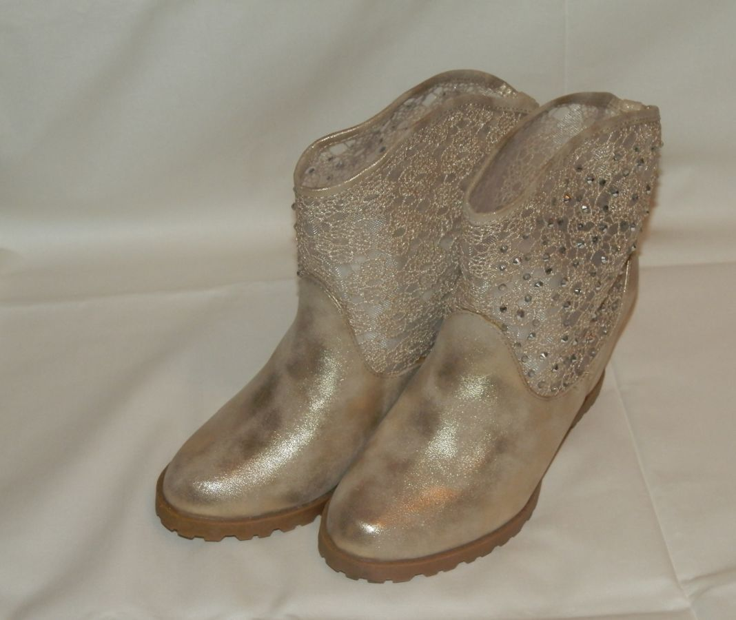 Фото - Ботинки золотистого цвета женские