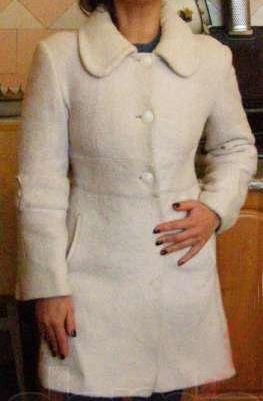 Фото 2 - Оригинальное демисезонное пальто
