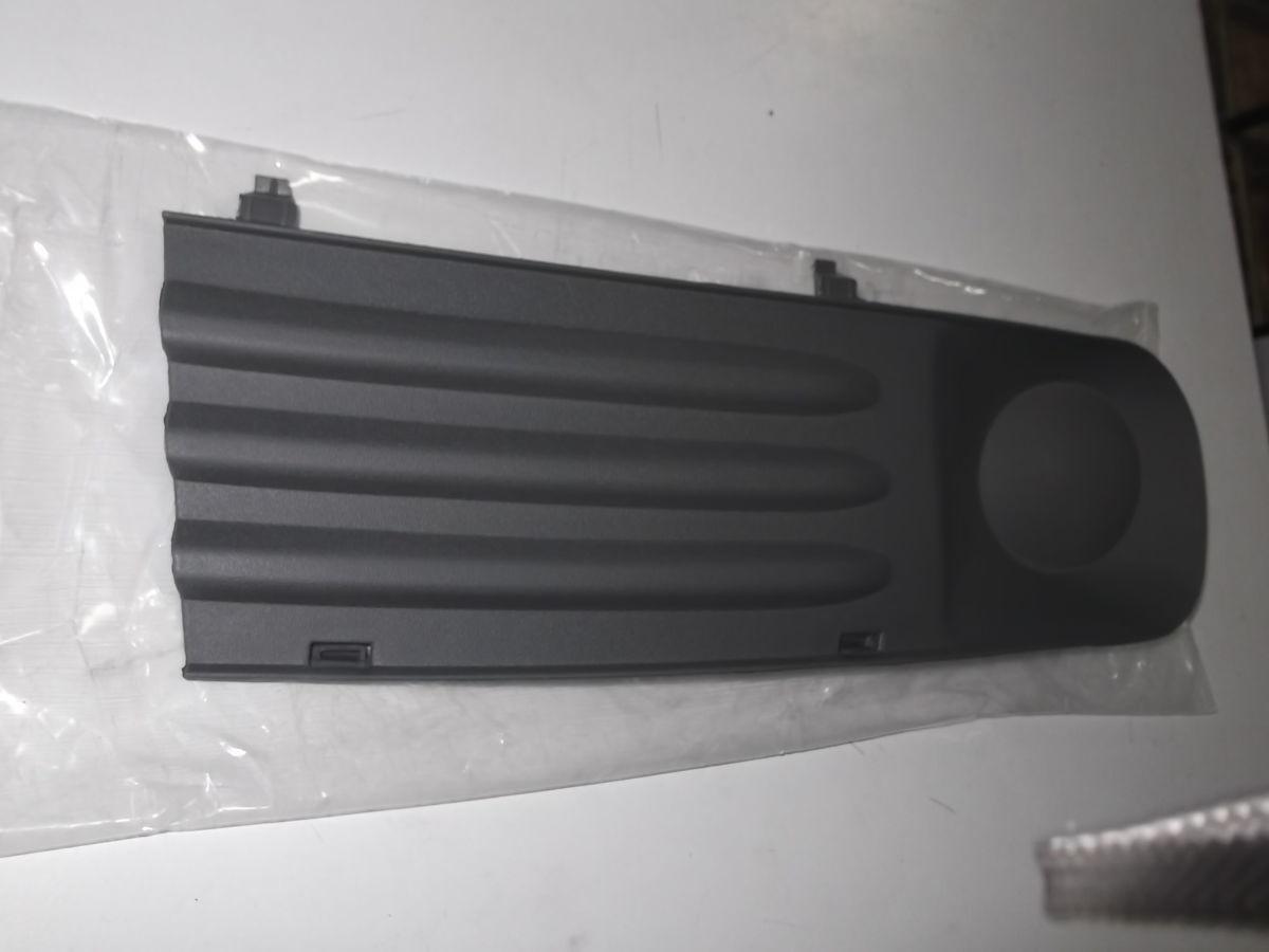 Фото 3 - Решотка в бампер передний правая VW T5