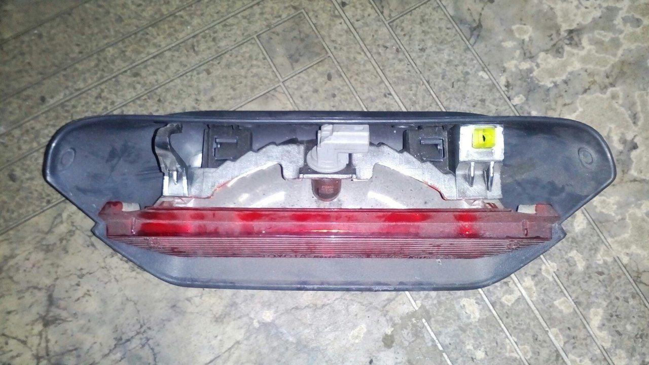 Фото - Б/у фонарь стоп на кришку Toyota Yaris