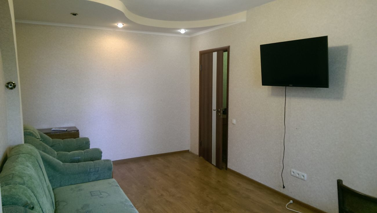 Фото - Сдаю на пр. Победы отличную 2 комнатную квартиру с ремонтом.