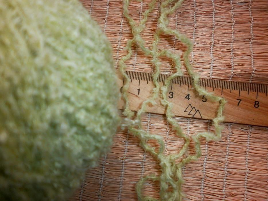 Фото 2 - Пряжа нитки светло-салатная с мохером, мягкая, вес ~ 455 гр