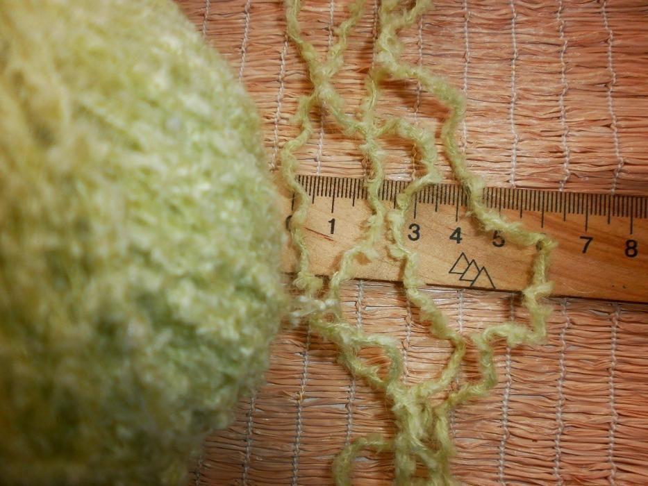 Фото 4 - Пряжа нитки светло-салатная с мохером, мягкая, вес ~ 455 гр