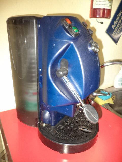 Фото - Кофеварка для дома Таблеточный кофе б у в рабочем состоянии