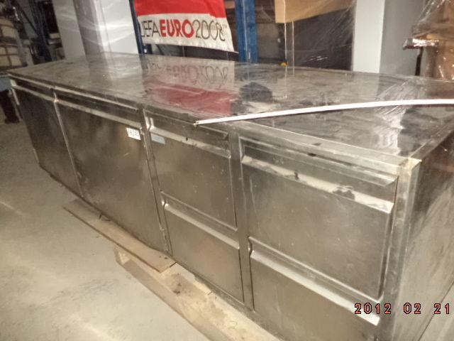 Фото 3 - Основа для барной стойки- холодильный стол б у в рабочем состоянии