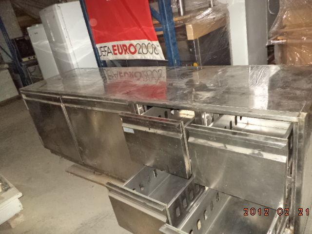 Фото 2 - Основа для барной стойки- холодильный стол б у в рабочем состоянии