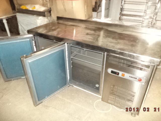 Фото 6 - Основа для барной стойки- холодильный стол б у в рабочем состоянии