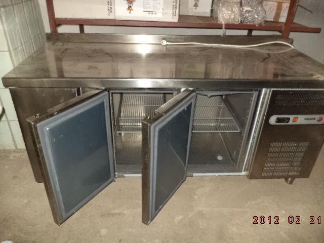 Фото 4 - Основа для барной стойки- холодильный стол б у в рабочем состоянии