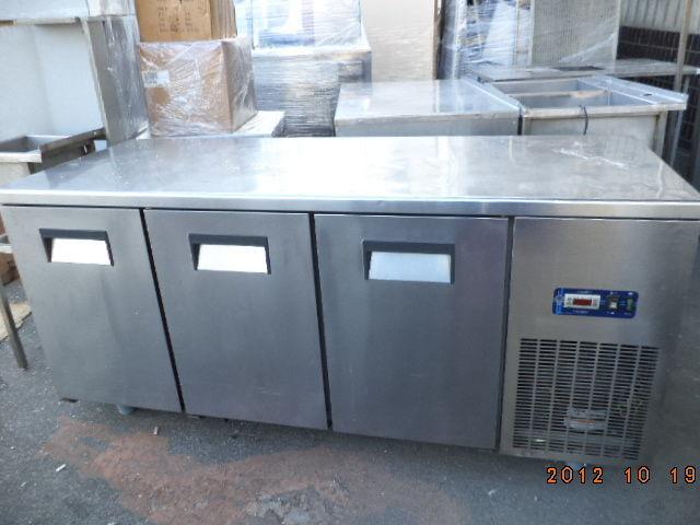 Фото 7 - Основа для барной стойки- холодильный стол б у в рабочем состоянии