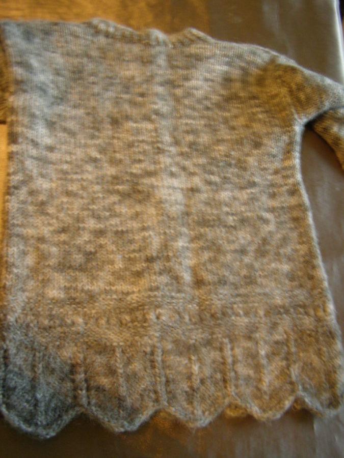 Фото 5 - Теплый шерстяной свитер на девочку