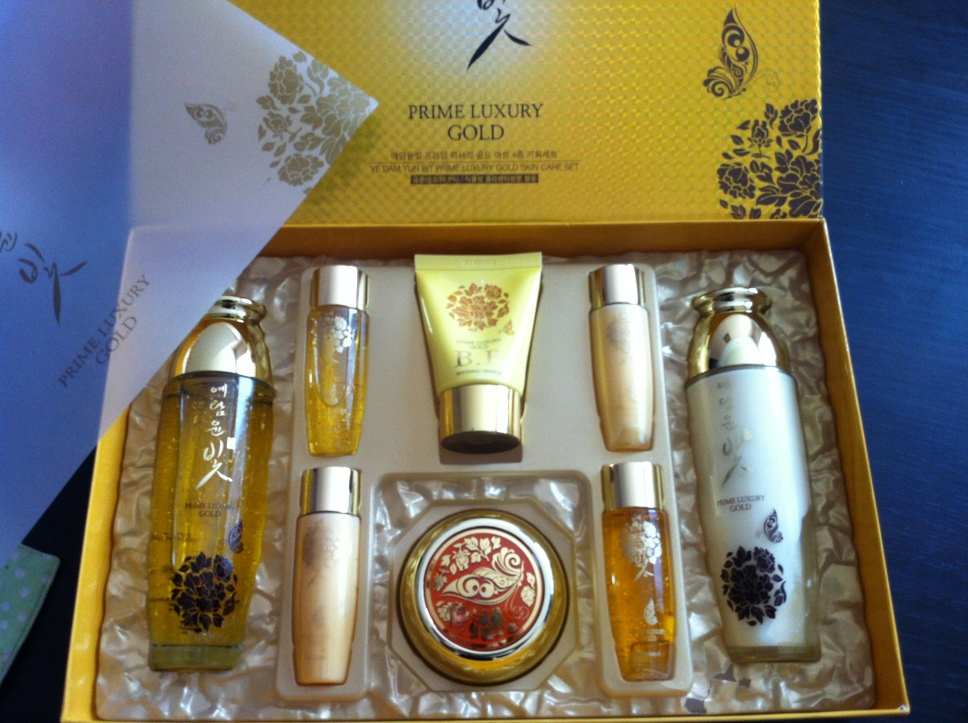 Японская косметика с золотом купить avon жидкая помада для губ